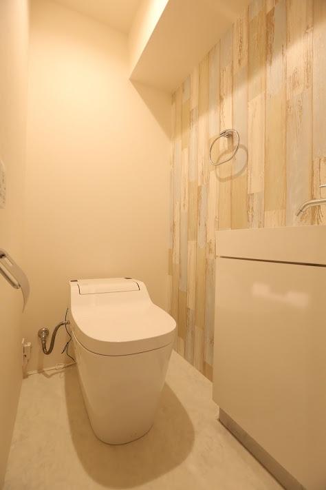 キッチンが出迎える家の部屋 トイレ