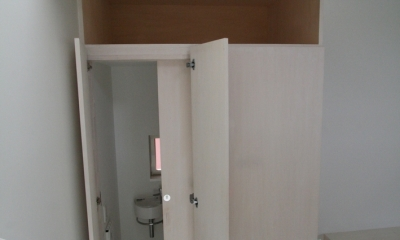 アトリエのあるスキップフロアの家 OUCHI-03 (リビングのトイレ2)