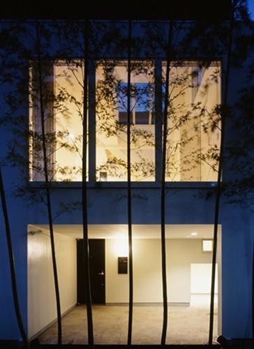 西久保の家~竹屏風の家の部屋 夕景