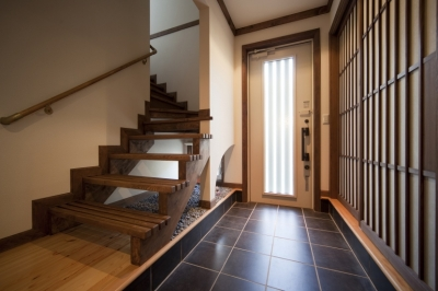 玄関の土間空間 (和楽の家)