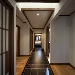 和楽の家 (玄関ホール(洗面室の方を見る))