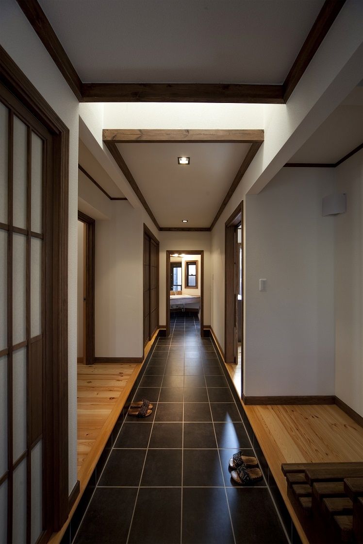 和楽の家の部屋 玄関ホール(洗面室の方を見る)