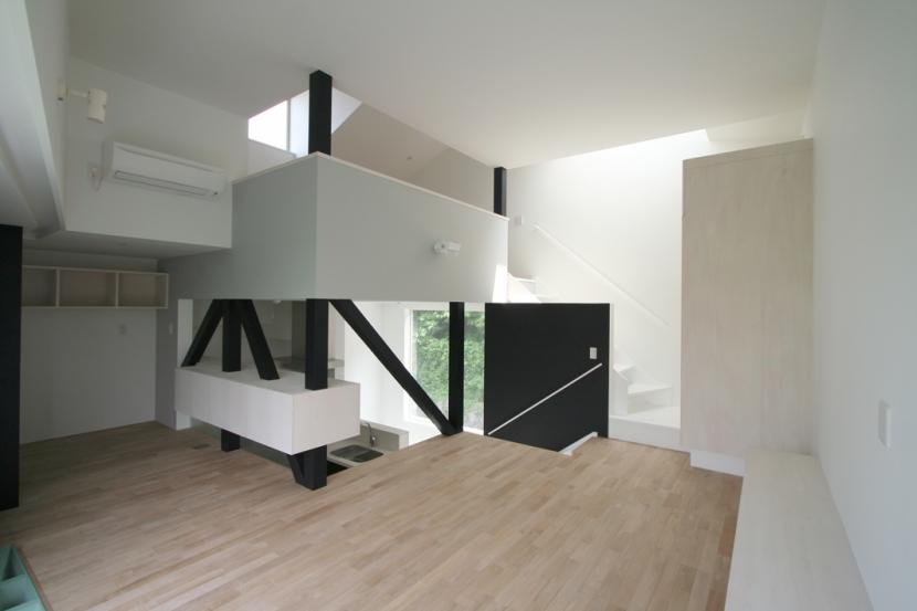 アトリエのあるスキップフロアの家 OUCHI-03 (リビング)