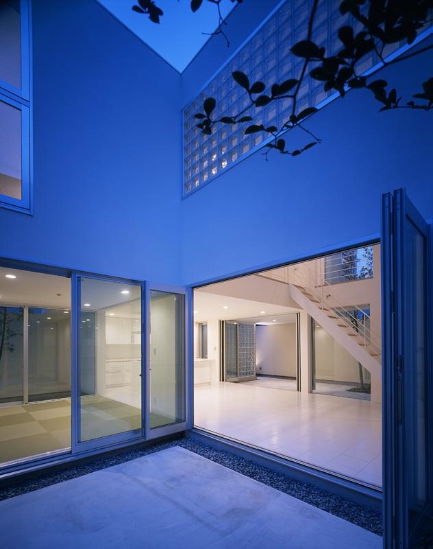 新小岩の家~4つの中庭のある家の部屋 中庭