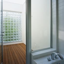 新小岩の家~4つの中庭のある家 (浴室)