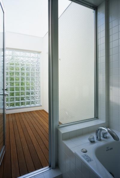 浴室 (新小岩の家~4つの中庭のある家)