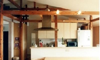 小屋組み傾斜天井が家族をつなぐ、リビング・ダイニング|リフォーム・リノベーション(宿場町商店街の小店舗を二世帯化)