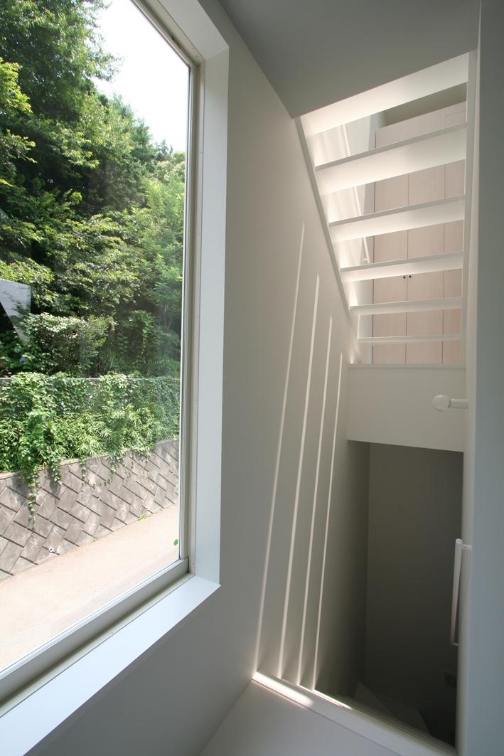 オウチ03・アトリエのあるスキップフロアの家の写真 階段