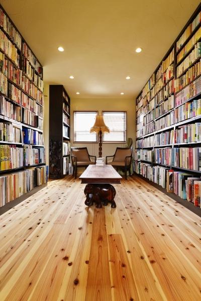 「図書室」としての空間 (暮らしが活きる 大人の古民家風リノベ―ション)