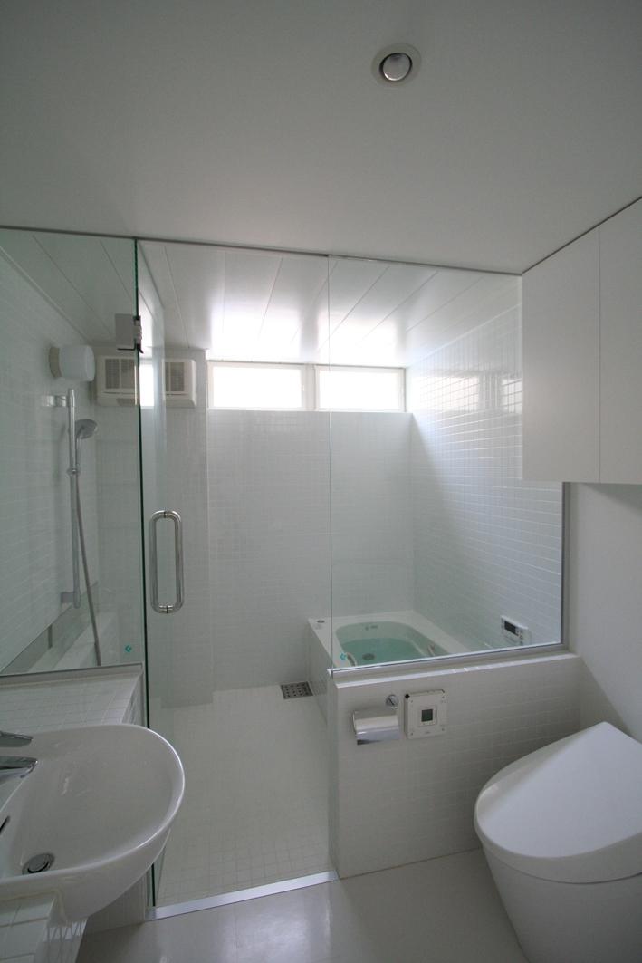 オウチ03・アトリエのあるスキップフロアの家の写真 バスルーム