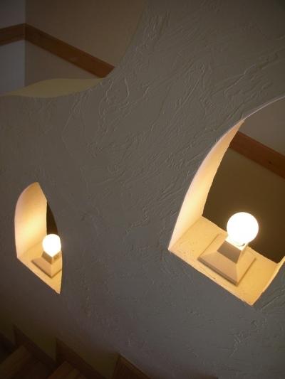 階段室の手すりとランプ (オー・カルカッタ・ヒンズースタイルの家)