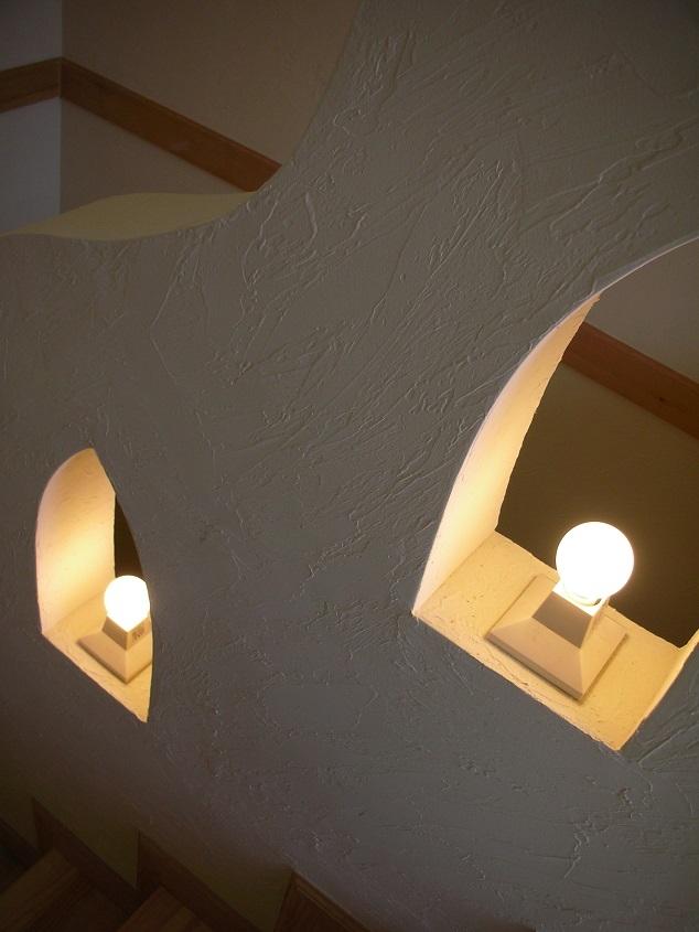 オー・カルカッタ・ヒンズースタイルの家 (階段室の手すりとランプ)