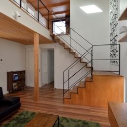 北根黒松の家 (リビング階段)