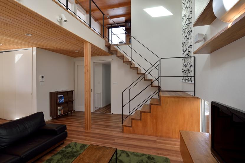 北根黒松の家の部屋 リビング階段