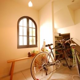 喫茶店の雰囲気が残る家 (玄関ホール)