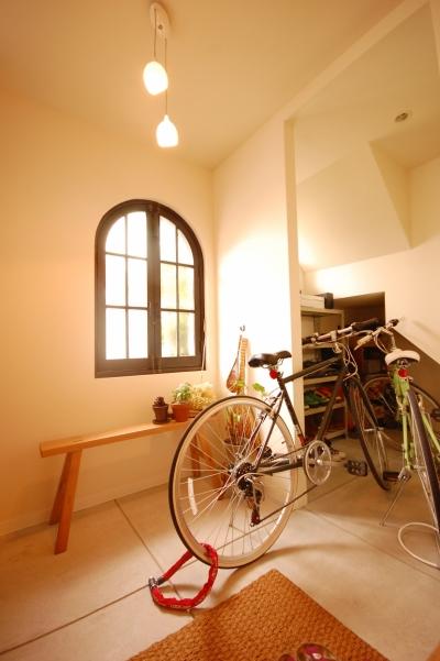 玄関ホール (喫茶店の雰囲気が残る家)