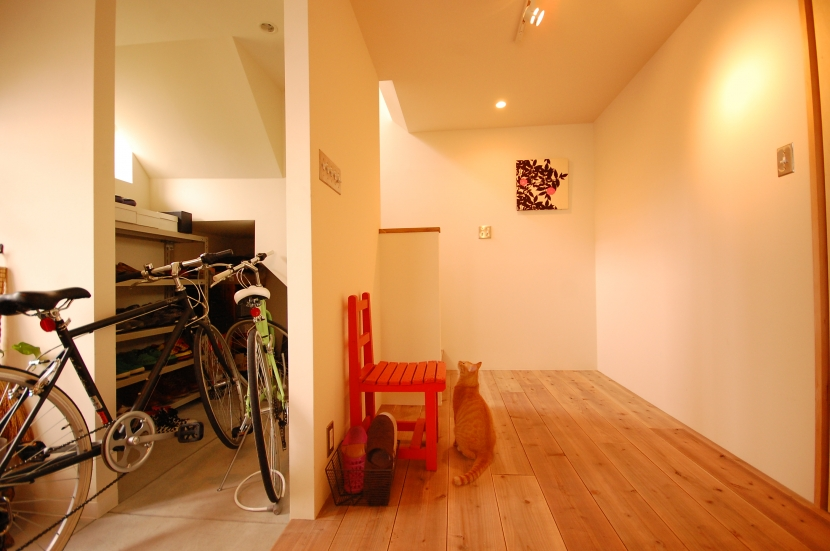 喫茶店の雰囲気が残る家の部屋 ホール