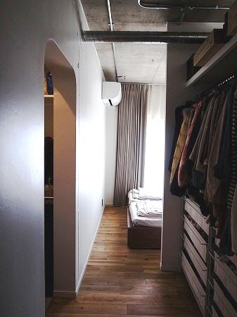 横浜市青葉区S邸_記憶を継承しながら時を紡ぐ家の写真 アールに抜かれた壁