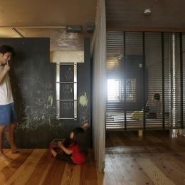 東京都江東区_子どもが走り回って、元気に育つ家 (ロフトは黒板塗装に)