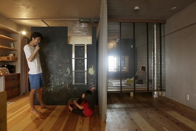 東京都江東区_子どもが走り回って、元気に育つ家の部屋 ロフトは黒板塗装に