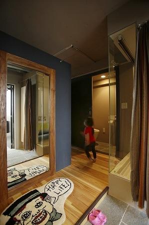 東京都江東区_子どもが走り回って、元気に育つ家の部屋 玄関