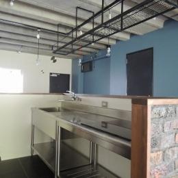 三鷹市T邸 _削ぎ落とすリノベーション (男の厨房らしく業務用キッチンを設置)