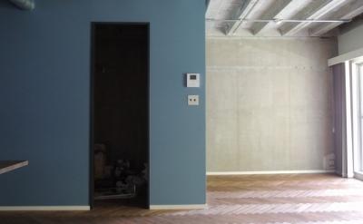 三鷹市T邸 _削ぎ落とすリノベーション (躯体現しの壁と天井)