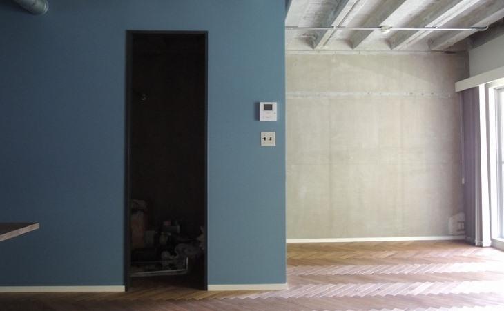 三鷹市T邸 _削ぎ落とすリノベーションの部屋 躯体現しの壁と天井