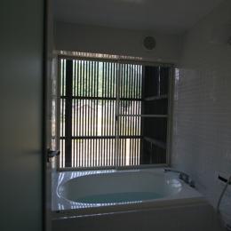 鳥取のミニマルデザインの家 OUCHI-02 (浴室)