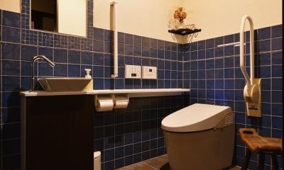 タイル×塗り壁のトイレ|東京都大田区Y様邸 ~中庭のあるレストラン~