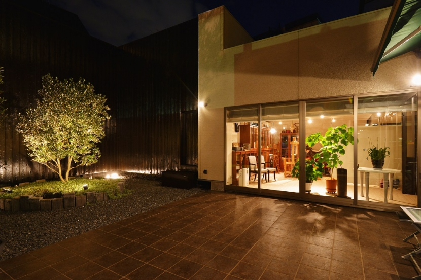 中庭のある レストランの部屋 シンボルツリー