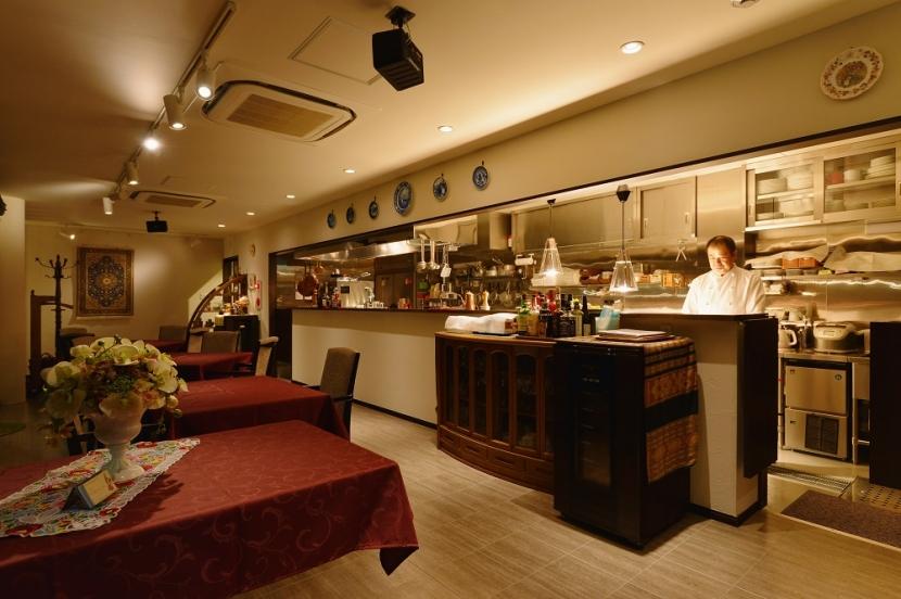 中庭のある レストランの部屋 厨房