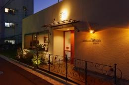 中庭のある レストラン (レストランの入り口)