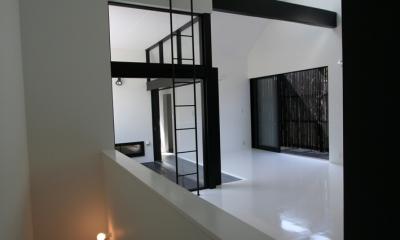 鳥取のミニマルデザインの家 OUCHI-02 (階段)