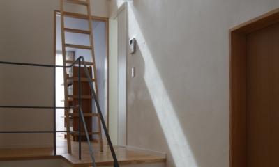 階段|公園を借景にしたスキップフロアの家