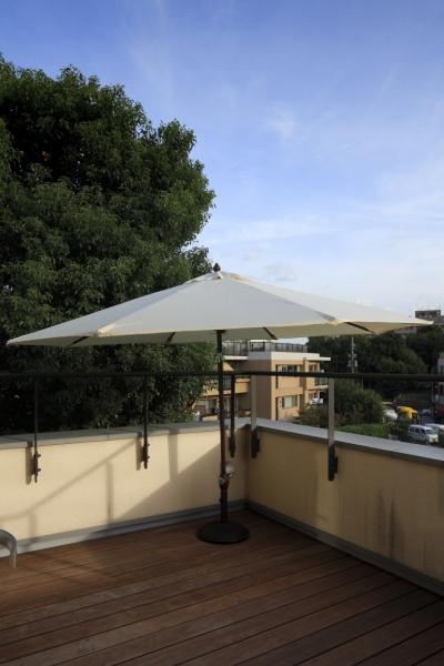 屋上 (公園を借景にしたスキップフロアの家)