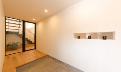 里山を望む家 (玄関)