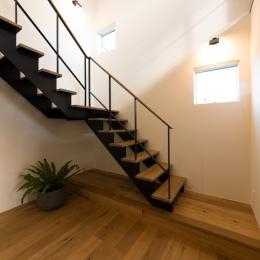 階段ホール (里山を望む家)