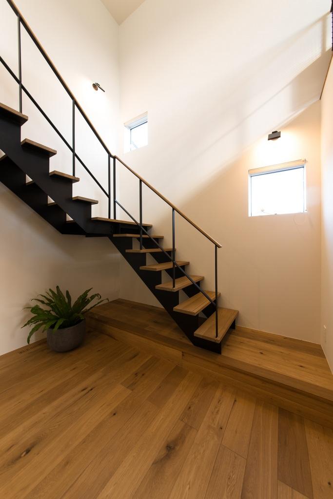 里山を望む家の写真 階段ホール