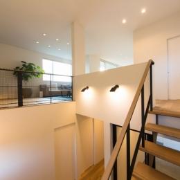 階段ホール・リビング (里山を望む家)