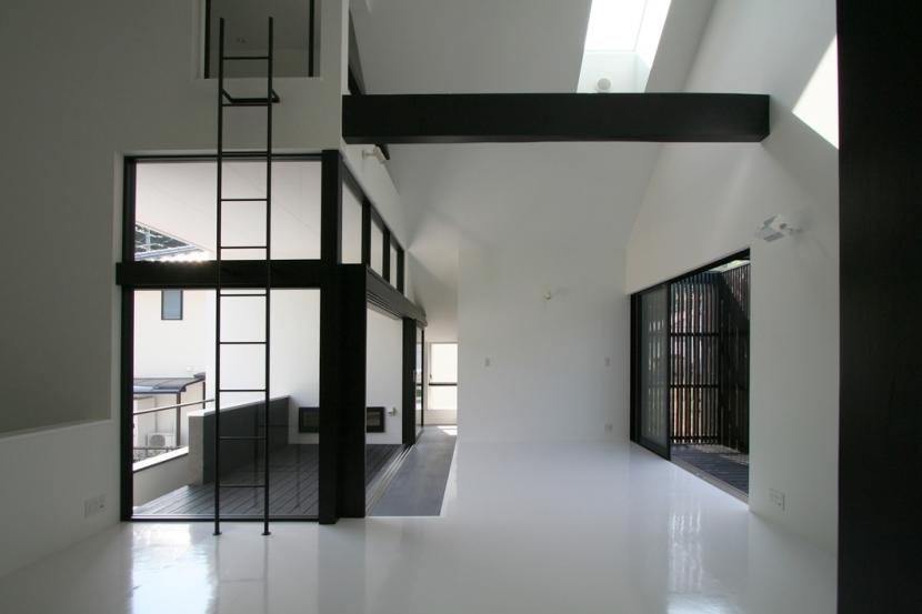 鳥取のミニマルデザインの家 OUCHI-02 (ロフトのあるリビング)