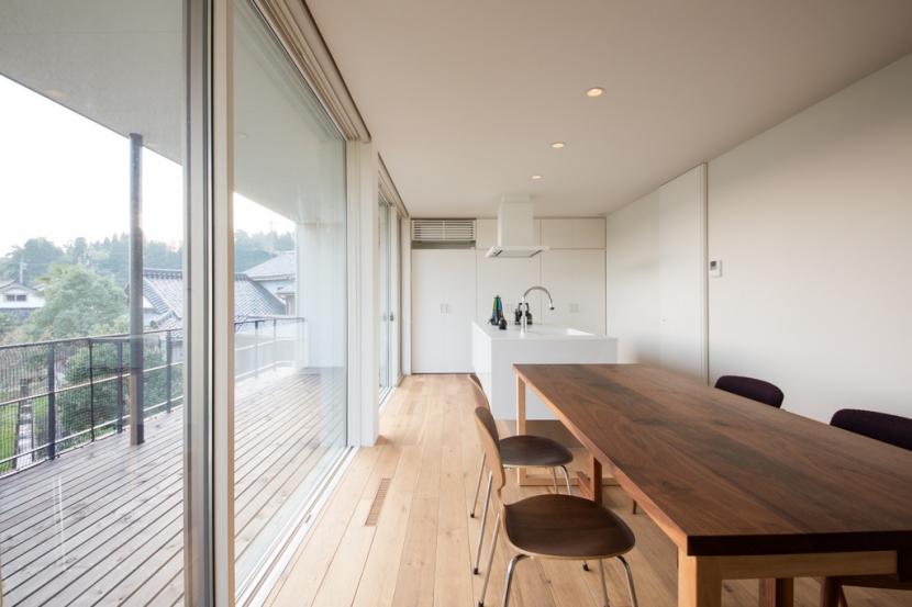 里山を望む家の写真 ダイニング・キッチン・ベランダ