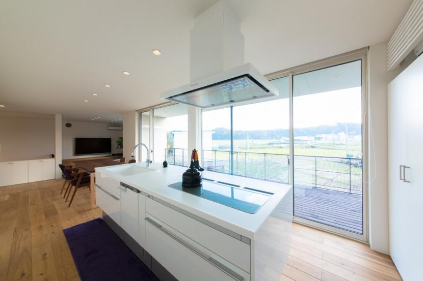 里山を望む家の写真 キッチン