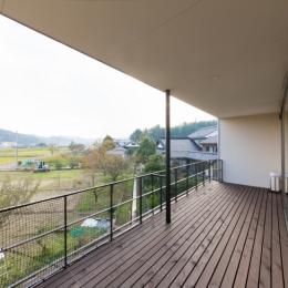 里山を望む家 (ベランダ)