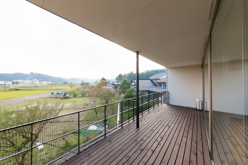 里山を望む家の写真 ベランダ