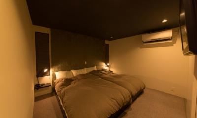 里山を望む家 (寝室)