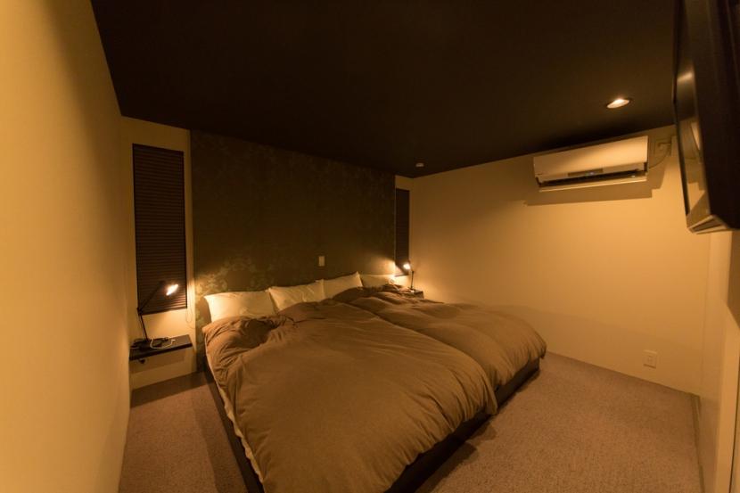 里山を望む家の写真 寝室