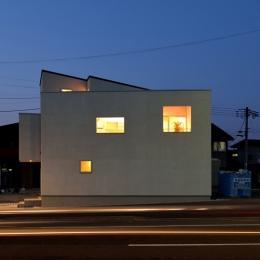 富沢の家 (夜景)