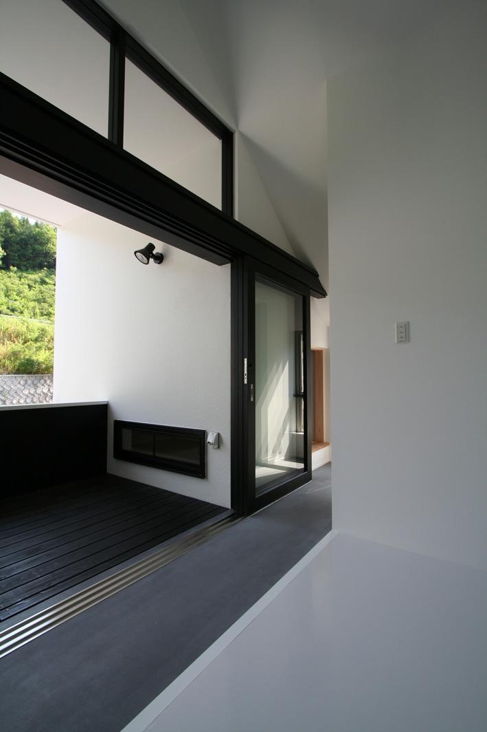 オウチ02・鳥取の家の写真 外部と一体にできる玄関