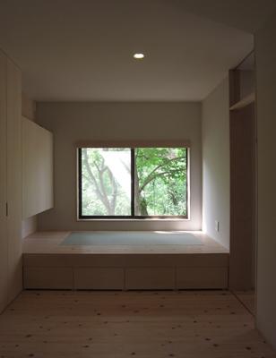 薪ストーブのある家の部屋 寝室